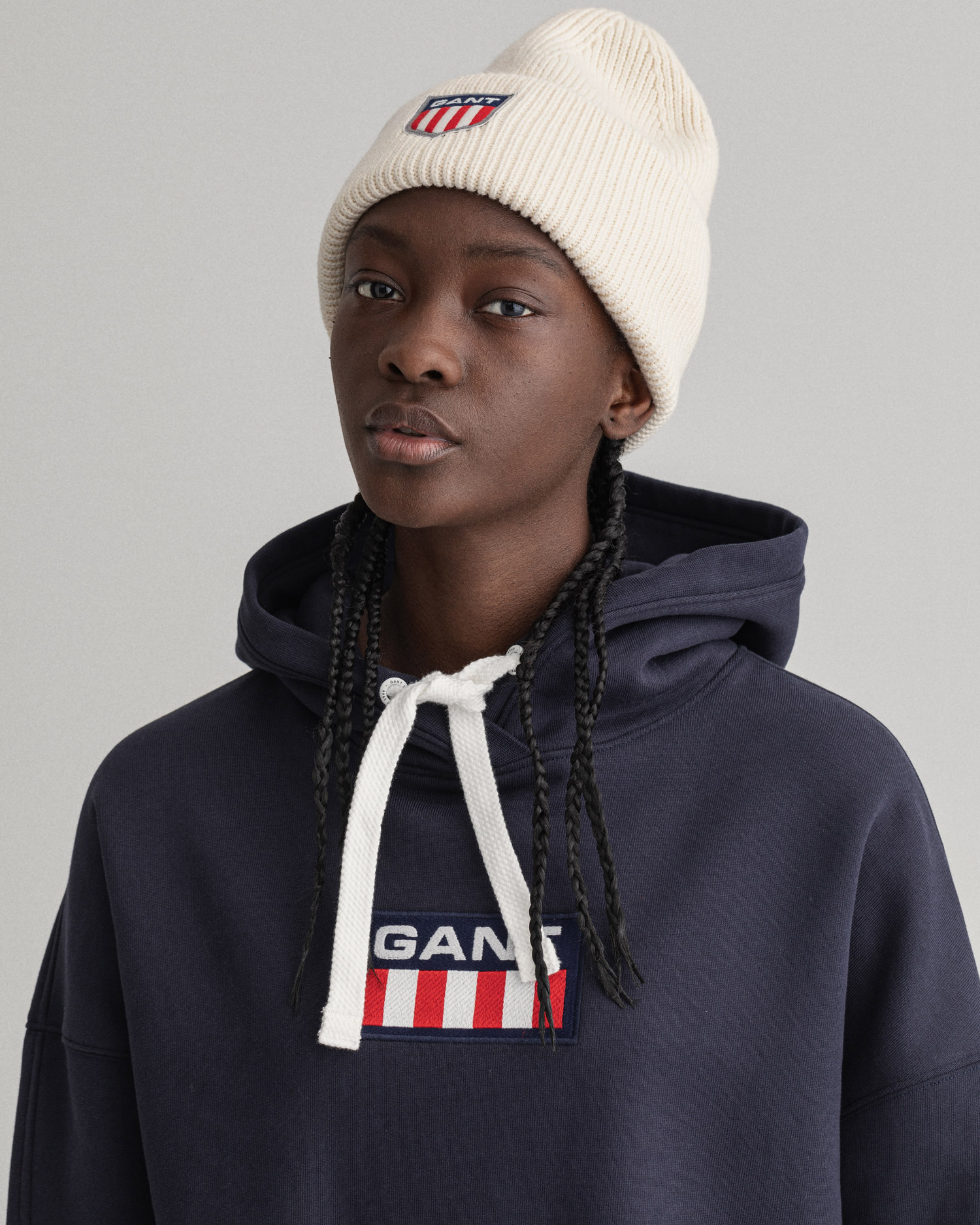 GANT damska bluza z kapturem z logo w stylu retro - 4200634